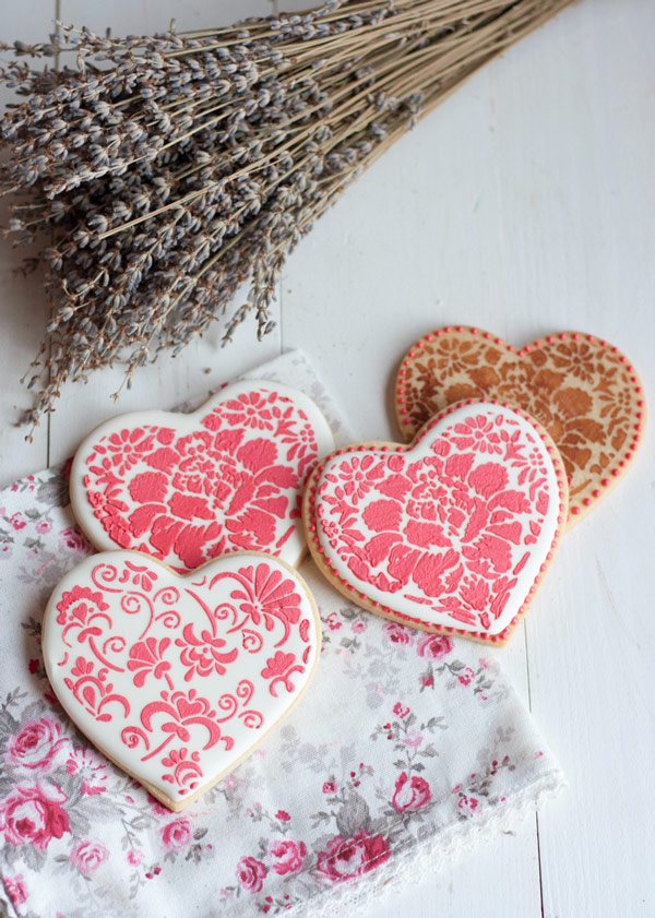 C mo decorar galletas con stencils para san valent n for Decoracion para pared san valentin